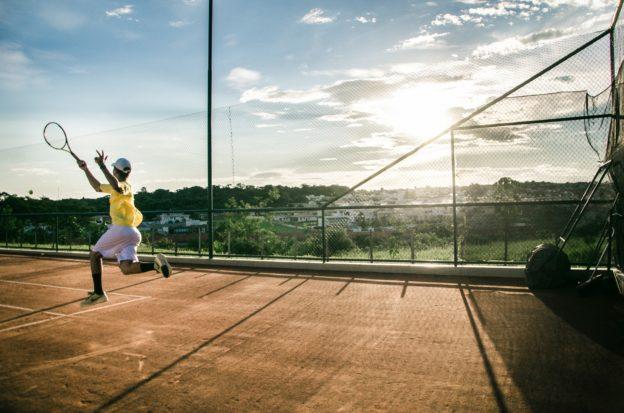 Jak wygląda spalanie kalorii podczas gry w tenisa ziemnego?